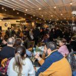 """Ο Άκης Πετρετζίκης παρουσίασε το """"Street Food"""" στη Γλυφάδα"""