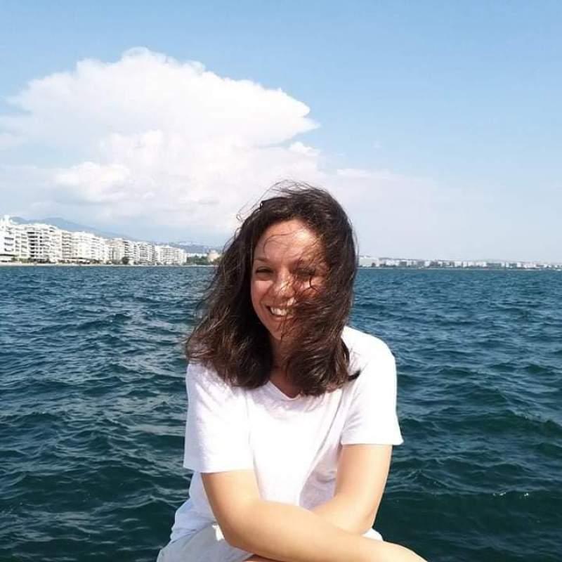 """Συνέντευξη: Ελένη Κοσμά """"Μια λέξη μετακινείται και μετοικεί αενάως"""""""